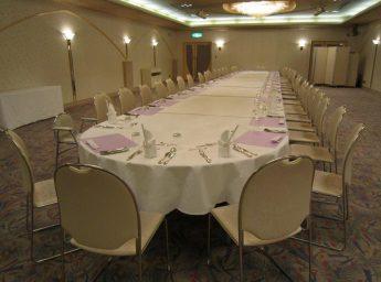 ホテル ルブラ王山 宴会場