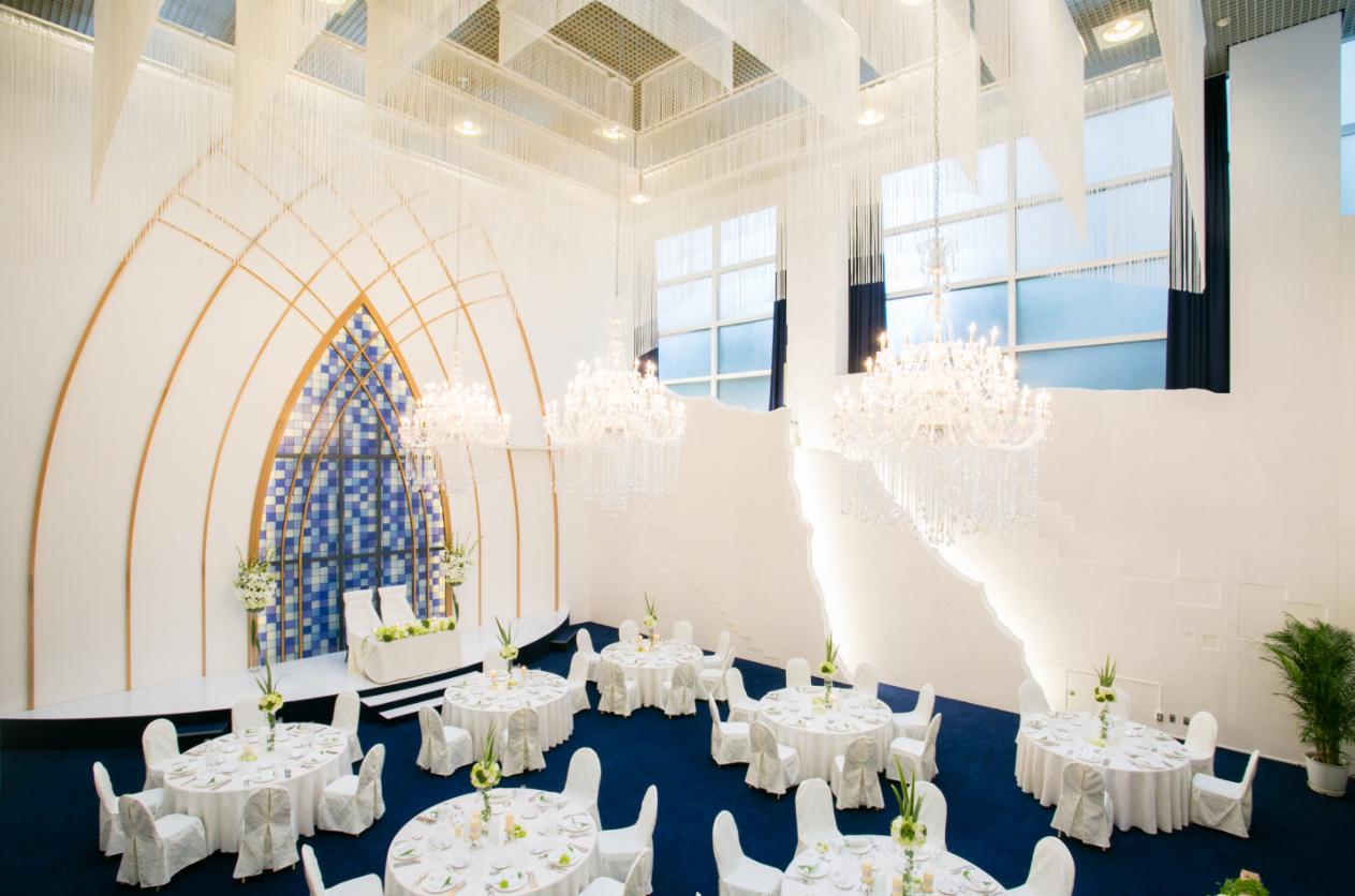 MARRYGRANT AKASAKA 開放感に溢れる、高さ15mの吹き抜けの天井